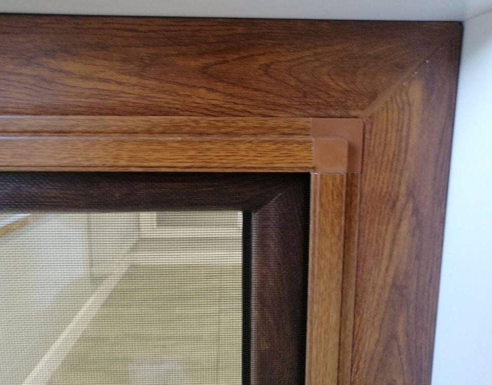 Moskitiery ramkowe do okien drewnianych