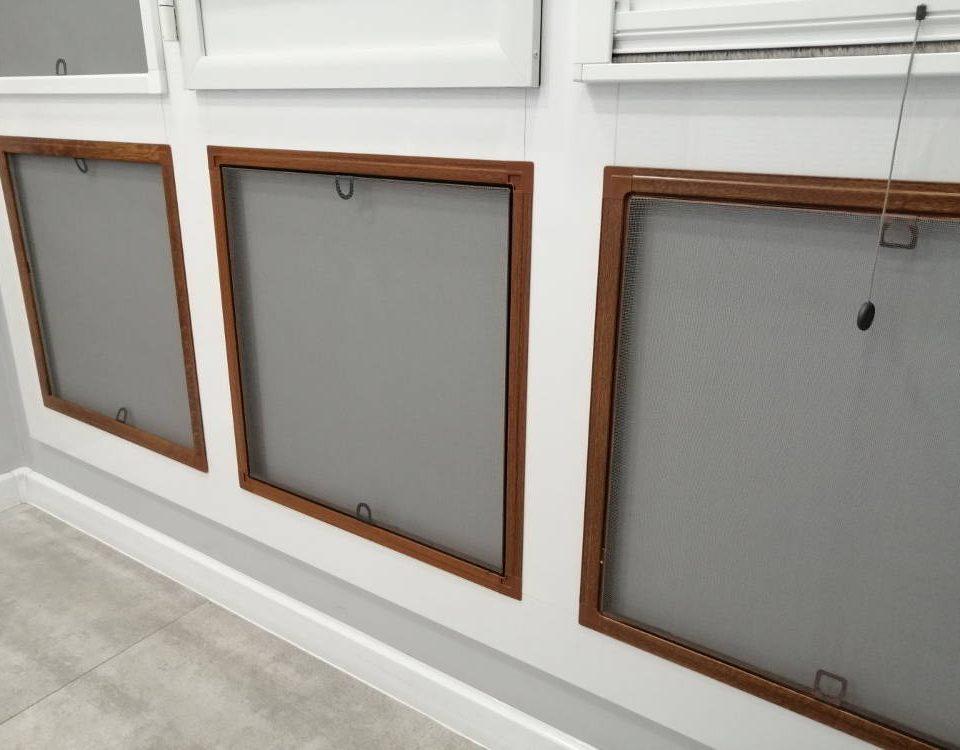 Jaka moskitiera na okno z roletą zewnętrzną